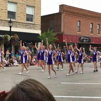 RWHS Cheerleading in the parade
